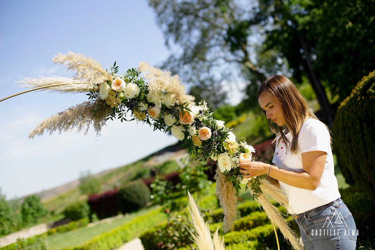 Arche de fleurs d'un mariage